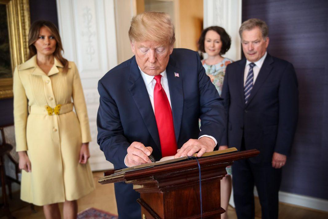 trump_signs